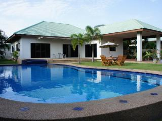 Hua Na 3 Bedroom Pool Villa - FREE Electric/WiFi, Hua Hin