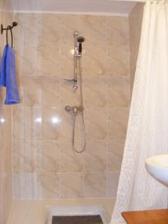 Casa Camelia  Large Shower Cubicle.