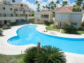 Private beach, big pool, 2 Bdrs, Bavaro