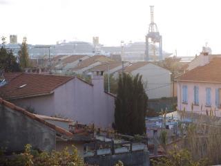 Vue  sur le port de commerce du balcon