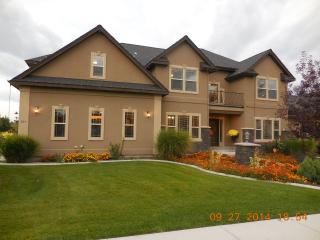 Large Luxury Home in Nampa- Close to Downtown