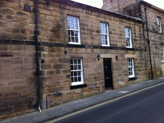 Shy Bairns Cottage - a cosy renovated retreat in the heart of Old town Alnwick