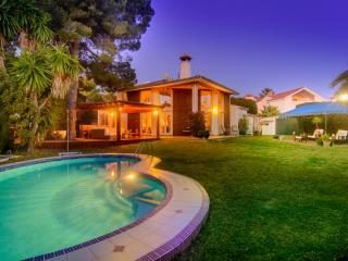 Refurbished beachfront villa with pool and garden, Marbella