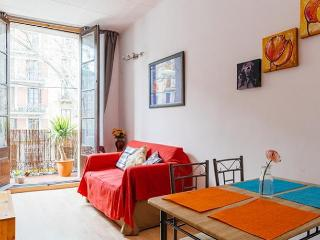 COZY APARTMENT ♥ SUNNY BALCONY !!!, Barcelona