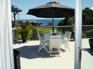 Seven Heaven - Beautiful Large Beach House, Oakura