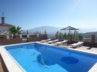Casa-chalet con piscina, jardín, WiFi, aire acond.