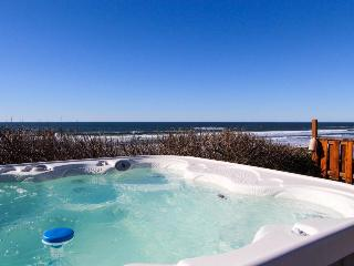 Oceanfront, single-level home with hot tub - sleeps 10!, South Beach