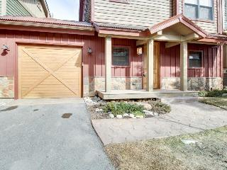 Lovely riverfront home with private hot tub, space for 12, Beaver Creek