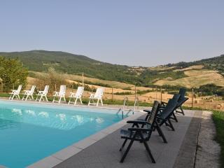 villa con vista e piscina, Radicondoli