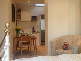 Annex/Bedroom - Richmond/Barnes/SW14, Richmond-upon-Thames