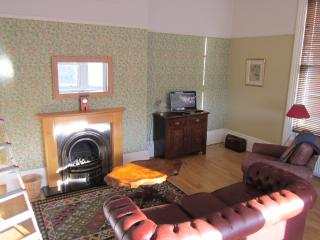 LION HOUSE APARTMENT, minutes from Esplanade..., Scarborough