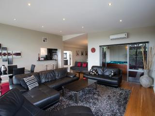 Ian Road Apartment  2 Bedroom suite. Mt Martha Vic