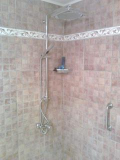 Wet room with good power shower - wheelchair accessable