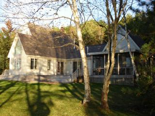 Midcoast Waterfront Cottage-Year Round Rentals, Boothbay Harbor