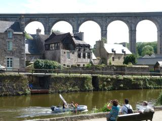Apartment Le Loft overlooking the river Rance, Dinan
