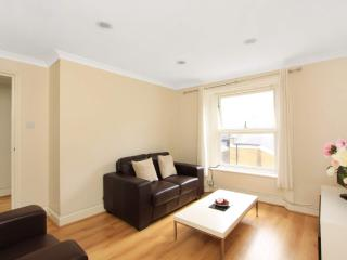 CENTRAL!! next to tube and HYDE PARK **Free WIFI**