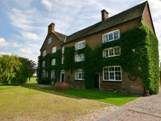 Comfortable Spacious Wing of Historic Manor House, Nantwich