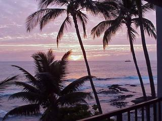 Big Island Kona Oceanfront Rental A/C WiFi W/D, Kailua-Kona