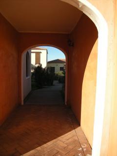 da Elena - passeggiando nel residence - Mare & Mirice Case Appartamenti Vacanza