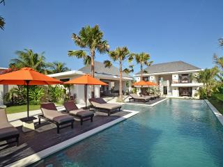 Villa Echobeach Duo - 6 Bedrooms - Canggu