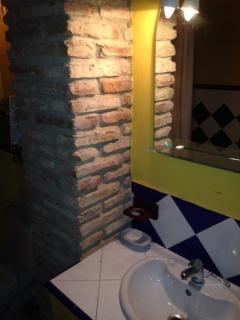 Cosy Contemporary Bathroom