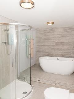 Luxury bathroom with bath and walk-in shower, wc and hand washbasin