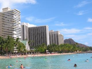 Wyndham At Waikiki Beach Walk Luxurious 1BR Condo, Honolulu