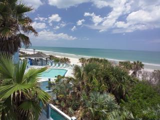 Oceanfront 2 BR, 2 Ba Mar 25 -Apr 1, huge balcony, New Smyrna Beach