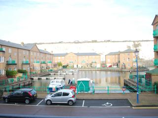 A comfortable first floor apartment with water views & FREE parking in Brighton