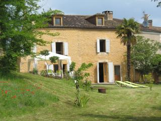 Terriol - with large garden and panoramic views, Belves
