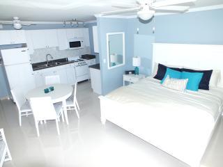 Paradise on the beach-Renovated OneBedroom studio, Freeport