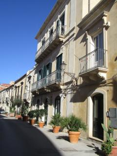 The facade in Via NIZZA