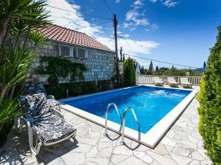 Villa Mia -Three-Bedroom Villa with Private Pool, Trsteno