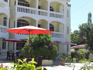 Beach two-bedroom apartment with AC, Puerto Plata