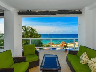 Peninsula Grand: Casa de Tortuga B1: Beautiful 3 Bedroom Oceanfront