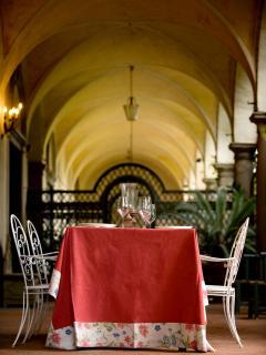 portico e tavolo esterno