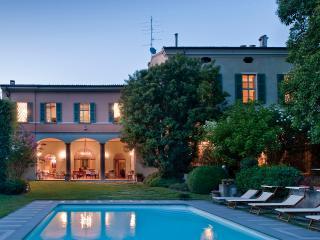 Villa di Lusso in Franciacorta - 1000mq con Piscin, Bornato