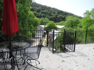 Cabin on the Hill! Guadalupe RIver/River Road!, New Braunfels