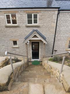 Steps to front door (alternative level access from side gate)