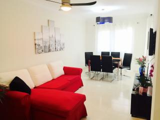 2-bedrooms, WiFi, parking, 200m from the beach, Callao Salvaje