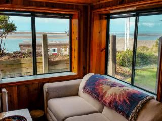 Cozy cabin with beautiful Bay view!, Netarts