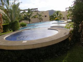 POOLSIDE BEACH AREA CONDO UNIT #26 Coco Beach, Playas del Coco