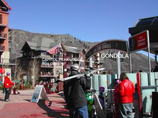 SKI IN SKI OUT NEW CAPITOL PEAK 1 BED LUXURY CONDO, Snowmass Village