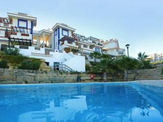 Duquesa apartment with seaview shared pool, F
