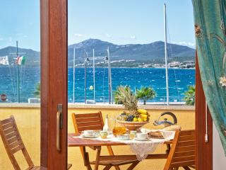"3-room apartment ""Bettina"", 100 m from beach, Golfo Aranci"
