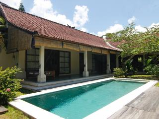 BEAUTIFUL 2BR VILLA WITH POOL IN CENTRAL SEMINYAK, Seminyak
