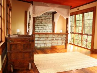 CHARMING & PRIVATE CABIN - MIUZE RETREAT, Mudgeeraba
