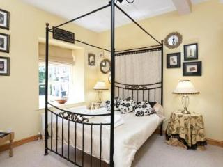Sleep well in the four poster bed. Dressing table, & built-in wardrobes provide ample storage