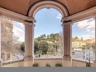 PIAZZA DEL POPOLO BIG ARCHED TERRACED APARTMENT, Roma