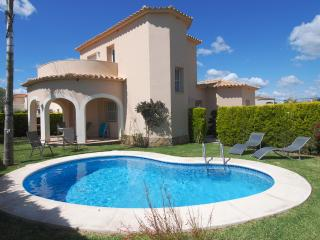 Holiday villa golf and beach nearby in Oliva Nova